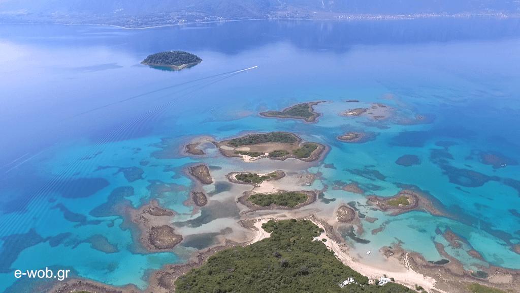 Μια ανάσα από τη Λιχάδα της Βόρειας Εύβοιας και απέναντι από τα Καμένα Βούρλα, η περιοχή φυλάει το πολύτιμο μυστικό της… τα κατάφυτα νησάκια με το απέραντο γαλάζιο, που λέγονται Λιχαδονήσια και ρίχνουν το γάντι στην Καραϊβική!
